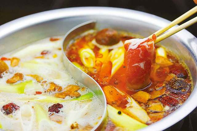 小羊楼 - 火锅は白汤&麻辣汤のwスープで召し上がれ