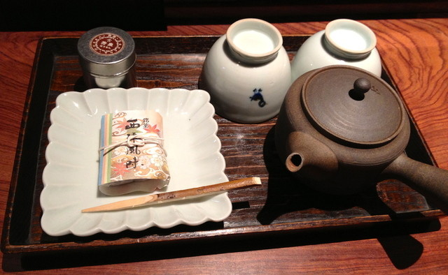 一保堂茶舗 吃茶室 嘉木 - 煎茶「芳泉」のセットです.