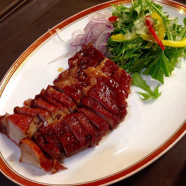 香港を代表する料理と言えば,釜焼きの肉料理,焼味(シュウメイ)その中