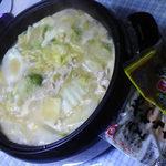 白菜と鶏肉だけのシンプルな鍋ですが美味しいのです。