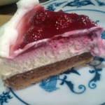 木苺レアチーズケーキ。