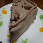 コーティングのチョコレートが美味しいチョコレートケーキ