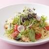 フライヤーズテーブル - 料理写真:小海老と苺のサラダスパゲッティ