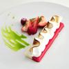 タテル ヨシノ ビズ  - 料理写真:フランス伝統菓子ヴァシュラン バジルの香るオイルと共に