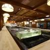 稚加榮 - 内観写真:九州各地の海の幸が泳ぐ大生け簀