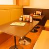 餃子市場 - メイン写真:テーブル_6~8名