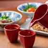 ももふく - メイン写真:日本酒注ぎ
