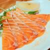 新鮮魚介・浜焼きとワインのお店 Fish Market - 料理写真:自家製スモークサーモン