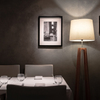 レガーロ - 内観写真:モノクロ写真のようなグレーの壁