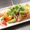 ぼちぼち - 料理写真:アボカドとトマトのサラダ