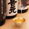 鮨 大和 - メイン写真:お酒をついでいるカット