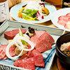 正力 - 料理写真:特選盛り(手前左\5800) 飛騨牛上ロース、飛騨牛サーロイン、飛騨牛上カルビ、厚切れヒレ