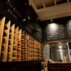 スペインバル カバナ - 内観写真:ワインラック とメニュー