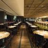 NOBU TOKYO - 内観写真:天井が高く広い店内。カウンター席で調理を間近に見れる。