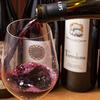グッドミート・バル - ドリンク写真:ワイン注いでいるところ