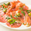 ワイン食堂 旅する子ブタ - 料理写真:スペイン産生ハムとミラノサラミの盛り合わせ