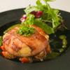 ワイン食堂 旅する子ブタ - 料理写真:カマンベールのベーコン巻きステーキ フレッシュトマトソース