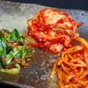 ごっつり - 料理写真:三代続く老舗キムチ店のキムおばさんの手作りキムチ。白菜・ニラ・さきいかの盛り合わせ。