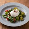 FROMA YORKYS CHEESE RESTAURANT&BAR - 料理写真:ブッラータチーズのカプレーゼ