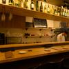 欧風料理酒場 カミイ - 内観写真:一人でも気兼ねなくくつろげる、キッチンに面したカウンター席