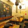 炭火焼肉ホルモン 裏ネバーランド - 内観写真:3名様から最大15名様までご利用いただける小上がり席です。10名様以上で半貸切も可能です!