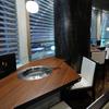 板前焼肉 一笑 - 内観写真:カップルに大人気の『窓ぎわカウンター席』