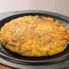 韓国屋台 豚大門市場 - 料理写真:ビンデット。緑豆100%の生地は小麦粉よりサクサクして香ばしい。