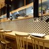 ホルモン焼道場 蔵 - メイン写真:カウンター席