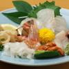 天草 - 料理写真:弾力のある質の良い魚貝を厳選した「刺身盛合せ」