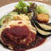 チャムアパートメント - 料理写真:イタリアンチーズハンバーグ