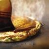 千日前 はつせ - 料理写真:先に辛口ソース、次に甘口ソースをかける⇒二重ソースで召し上がれ。