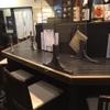 地酒と料理 高田馬場研究所 - 内観写真:人気のカウンター席。