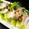 R レストラン&バー - 料理写真:サラダの定番「シーザーサラダ」も。新鮮な野菜とカリカリベーコンにオリジナルドレッシングを。