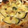 terzo - 料理写真:なすとアンチョビのピッツァ。ナスのジューシーさとアンチョビの塩加減が絶妙な味です!
