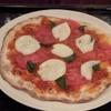 SENT JAMES CLUB - 料理写真:トマトとモッツアレラのピザ