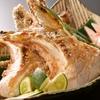 ひがしやま - 料理写真:マグロから溢れる出る肉汁と、かりっかりの天然塩。かんきつ系でじゅわ~~と引き締めてください。