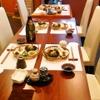 ひがしやま - 内観写真:テーブル席