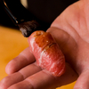 熟成鮨 万 - 料理写真:鮨は、食する人に合わせながら店主が握っていく