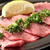 ホルモン やまと - 料理写真:定番の肉厚「塩タン」!焼きのスタートはもちろんこれ!