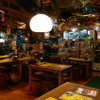 もうやんカレー 246 - 料理写真:ハワイアンテイストの店内 おもしろいものが隅々に。