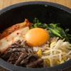 焼肉家 山水苑 - 料理写真:熱々石焼ビビンパ