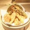 米福 - 料理写真:米油100%使用!揚げたてサクサクの食感が軽い米福の天ぷらは、油っこくなく胃にもたれにくいのが特徴です。お持ち帰りも対応しています!