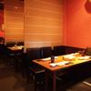 彩華 - 内観写真:ゆとりをもった造りのテーブル席 女子会から会社帰りまでお気軽に