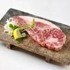 かっちゃんち - 料理写真:【和牛サーロインステーキ】お肉の王様サーロインステーキ!!柔らかな食感で肉の旨味もしっかり楽しめる。200gt近くあるステーキをぜひ堪能して欲しい。