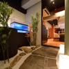 神楽 - 内観写真:店内に一歩入ると、純和風の庭園がお出迎え。
