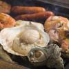 浜焼き しんちゃん - 内観写真:テーブル設置されたコンロでお好きな魚介を自分好みに焼いてお召し上がり下さい♪