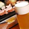 ホルモン とら屋 - 料理写真:肉汁溢れるジューシーなホルモンはキンキンに冷えたビールとの相性抜群◎!