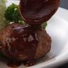 洋食亭 おおはし - 料理写真:《ハンバーグステーキ》 ひとつひとつ手ごねで作る手作りハンバーグ。肉汁いっぱいのジューシーな味と、特製デミグラスとの相性がたまりません!