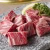 焼肉香蘭 - 料理写真:ジューシーでやわらかな『中落ちカルピ』適度な霜降りの中落ちカルピはやわらかく肉汁たっぷり。ポン酢と味噌ダレでお召し上がりください。