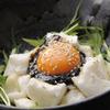 丸一伊澤水産 - 料理写真:山芋を豪快にカチ割り、ノリと卵黄で豪快にかき混ぜる「カチ割りサラダ」